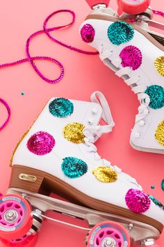 Roll Back to the With a Pair of DIY Sequin Skates via Brit Co Quad Roller Skates, Roller Derby, Roller Rink, Disco Roller Skating, Back To The 80's, Skate Party, Diy Clothes, Retro, Me Too Shoes