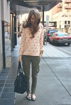 cargo skinny pants + pink polka dotted lightweight sweater + flats // great Saturday outfit