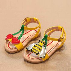 Victory! Check out my new Stylish Cherry and Bee Applique Sandals for Toddler Girl and Girl, snagged at a crazy discounted price with the PatPat app.
