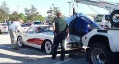 Carro Fica Em Cima De Outro Carro Após Tentativa Falhada De Estacionamento