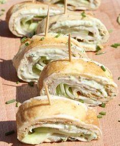 Lunch idee: omeletwrap met kipfilet, heksenkaas, komkommer en verse bieslook - Life By Rosie Tapas, Lunch Snacks, Healthy Wraps, Healthy Snacks, Healthy Recipes, Omelette, Tacos And Burritos, Sugar Free Diet, High Tea