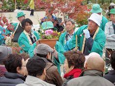 姫路・大手前公園で「植木市」-紅葉鮮やか、競り市体験も(写真ニュース)