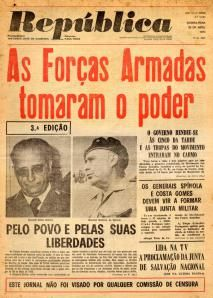 republica25Abril History Of Portugal, Military Dictatorship, Portugal Travel, Advertising Poster, World History, Historical Photos, Vintage Advertisements, Geography, Old Photos