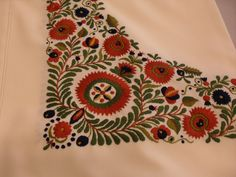 Hungarian Embroidery, My Heritage, Folk Costume, Art And Architecture, Folk Art, Traditional, Embroidery Dress, Knitting, Hungary