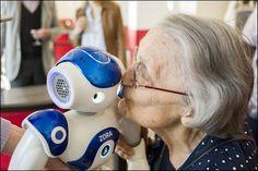 Certains «robots compagnons» (ici un Nao du français Aldebaran) commencent à être utilisés auprès d'enfants ou de personnes âgées.