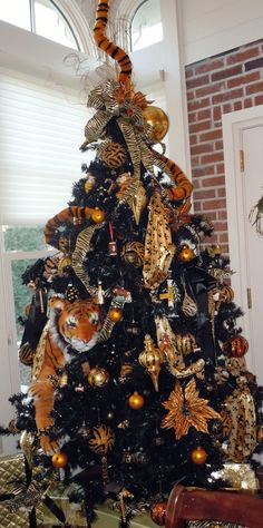 The Mizzou Tiger Tree--love the tiger tail all the way thru the tree!