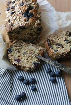 Hello, Me revoilà avec une recette bien sympa de cake ultra simple SANS LACTOSE, allégée en sucre et ultra gourmande pour les brunch...