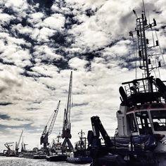 #rotterdam #rotterdamharbour #010 #harbour #boat #ship #sea #cranes #rotterdamsehaven #sky #skyporn #clouds #cloudporn #keilehaven #havens