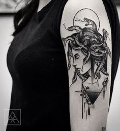 Sided Medusa Tattoo on Upper Arm. Here is another amazing Medusa tattoo giving a gaze to her side pose. The snakes over her head looks real and gives a evil sign.