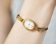 Gold plated bangle wristwatch red face Seagull, oval ladies watch vintage, evening watch jewelry gift for women, petite watch cocktail watch Gold Watches Women, Vintage Watches Women, Ladies Watches, Watches For Men, Vintage Ladies, Girls Wrist Watch, Daniel Wellington Classic, Gold Plated Bangles, Jewelry Gifts