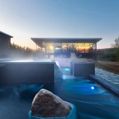 Station Blu Nordic Spa in Quebec by Blouin Tardiff Architecture Saunas, Heavenly Resort, Quebec City, Water Features, Swimming Pools, Beautiful Places, Beautiful Homes, Around The Worlds, Outdoor Decor