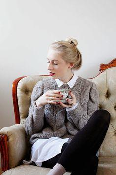 Du möchtest einen ganz ausgefallenen Designer Pullover mit Zopfmuster selbst stricken? Auf Madmoisell findest du die komplette Strickanleitung dazu!