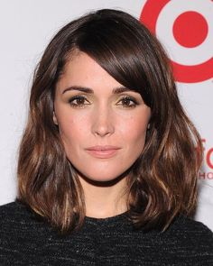 Long bob with waves by Rose Byrne - Long Hairstyles Side Bangs Hairstyles, Lob Hairstyle, Cool Hairstyles, Pixie Hairstyles, Hairstyles Haircuts, Hairstyle Ideas, Hairstyle Images, Oval Face Hairstyles, Ladies Hairstyles