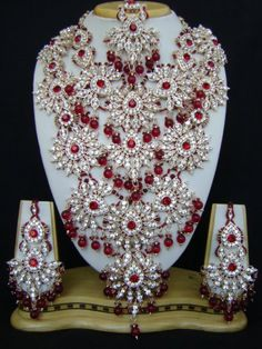 indian bridal - Beauty tips and tricks with Care n style Asian Bridal Jewellery, Indian Jewelry Sets, Diamond Jewelry, Gold Jewelry, Gold Crown, Pakistani Outfits, Wedding Jewelry Sets, All That Glitters, Indian Bridal