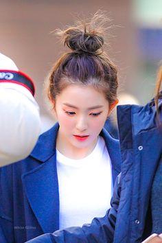 Image in ♥ red velvet ♥ collection by love poem ♡ Kpop Girl Groups, Korean Girl Groups, Kpop Girls, Rapper, Redvelvet Kpop, Bae, Red Velvet Irene, White Glitter, Korean Singer