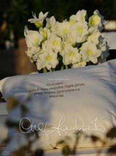 Gorgeous wedding in Sorrento. White carpet con dedica d'amore accompagna la sposa all'altare nuziale.
