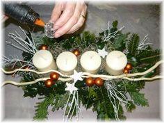 Fotonávod: Jak si vyrobit moderní adventní věnec?   bydleni-dnes.cz Christmas Wreaths, Christmas Decorations, Xmas, Table Decorations, Kids And Parenting, Origami, Home Decor, Diy Christmas Decorations, Christmas Decor