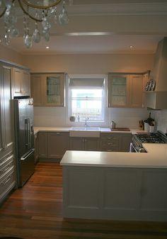 pretty gray kitchen (Dulux Colourbond Dune)