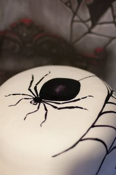 Spider halloween cake Ricette mostruosamente creative su: http://blog.giallozafferano.it/icakebake/happy-halloween/
