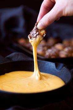 EVERYTHING PRETZEL BITES WITH BEER CHEDDAR DIP Really nice  Mein Blog: Alles rund um die Themen Genuss & Geschmack  Kochen Backen Braten Vorspeisen Hauptgerichte und Desserts # Hashtag