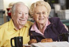 Привычка пить кофе каждый день снижает риск слабоумия  Две чашки кофе в день снижают риск развития старческого слабоумия на 36%  Подробнее: http://bobr.by/news/health/136770.html