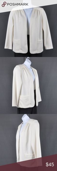 """Vintage Graff Open Front Blazer Jacket Sz: L Item is in good pre-loved condition  No rips, stains or tears  Front pockets Has shoulder pads that can be removed if not needed Hand or machine wash warm delicate cycle  Size/material tag is missing. Appears to fit like a L but please refer to measurements for exact fit  measured flat (approx): Bust: 21.5"""" Waist: 21"""" Hem: 20 1/4"""" Length: 21 1/4"""" Shoulder: 26.5"""" Sleeve:  23"""" Cuff: 4 3/4""""  Smoke free pet friendly home  Internal SKU: JCKT3 Graff…"""