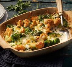 Creamy low-carb broccoli bake with chicken recipe – REWE.de Creamy low-carb broccoli bake with chicken recipe – REWE. Healthy Low Carb Dinners, Low Carb Dinner Recipes, Best Low Carb Recipes, Healthy Chicken Recipes, Easy Healthy Recipes, Low Card Meals, Dieta Atkins, Law Carb, Recipes
