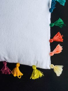 How to make Tassels & a DIY pillow. The tassels are made of just string!