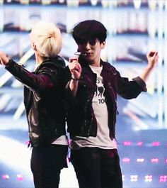{gif} JongKey couple dance - SHINee - Jonghyun - Key