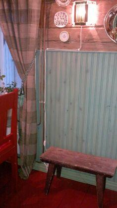 Munatemperalla samettista pintaa     Aiemmin kerroin alakerran wc:stämme . Joko arvasitte, millä maalilla paneeliseinät on maalattu? 😉 Maa...