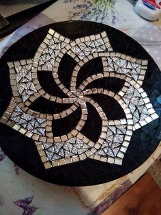 Aydan Gündüz # 家 家 の の ア ア デ デ ア . Mosaic Tray, Mosaic Tile Art, Mosaic Artwork, Mirror Mosaic, Mosaic Crafts, Mosaic Projects, Mosaic Glass, Mosaic Garden Art, Mosaic Flower Pots