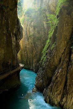 Leutaschklamm Gorge, Mittenwald, Bavaria, Germany. Wer würde dort nicht gerne mal hinfahren?