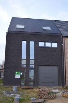Woningbouw - Blaasveld - Moderne halfopen woning te Blaasveld. Gevelsteen: - Vande Moortel - Linea7021 - Gelijmd in wildverband. Architect: Design & Projects architecten.