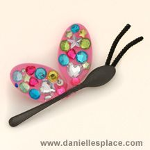 Cute Plastic Spoon Bug Crafts.    #kidscrafts #butterflies #kids