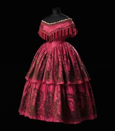 "Evening dress ca. 1859-60 From the exhibition ""A Century of Style: Costume and Colour 1800-1899″ at Glasgow Museums"