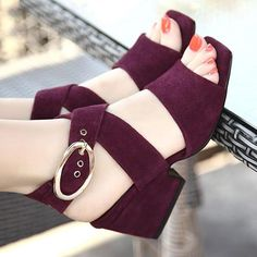 Learn New Look's elegant collection of women's heeled shoes, with the use of obstruct heel footwear, strappy footwear and system patterns. Sandals Outfit, Fashion Sandals, Women's Sandals, Sandals Platform, Summer Sandals, Bridal Sandals, Strappy High Heels, Shoes Heels Pumps, Womens Summer Shoes