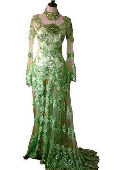 Modern Kebeya in green Indonesian Kebaya, Indonesian Women, Kebaya Dress, Blouse Dress, Kebaya Brokat, Kebaya Wedding, Vintage Glamour, Ethnic Fashion, Traditional Dresses