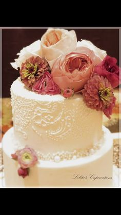 Elegant wedding cake with fresh flowers and paisley details