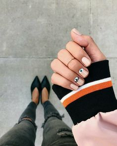 Opting for bright colours or intricate nail art isn't a must anymore. This year, nude nail designs are becoming a trend. Here are some nude nail designs. Nude Nails, Acrylic Nails, Gel Nails, Nail Polish, Minimalist Nails, Nail Designs Spring, Nail Art Designs, Nails Design, Evil Eye Nails