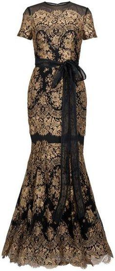CARLOINA HERRERA Gold Lace Gown   dressmesweetiedarling