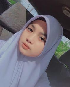 Muslim Girls Photos, Stylish Girls Photos, Hijabi Girl, Girl Hijab, Boy Pictures, Girl Photos, Beautiful Hijab Girl, Female Knight, Cute Korean Girl