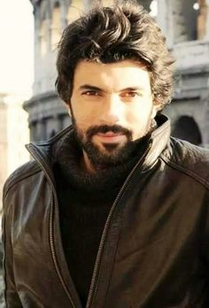 Engin Akyurek a komiser Omer demir - Kara para ask - 2015 -