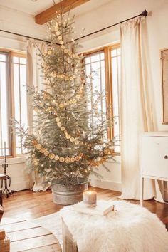 Scandinavian style Christmas tree with dried orange garland, copper twinkle lights, and some simple metallic ornaments. : Scandinavian style Christmas tree with dried orange garland, copper twinkle lights, and some simple metallic ornaments. Scandinavian Christmas Decorations, Scandi Christmas, Christmas Tree Garland, Decoration Christmas, Christmas Living Rooms, Farmhouse Christmas Decor, Noel Christmas, Holiday Decor, Orange Christmas Tree