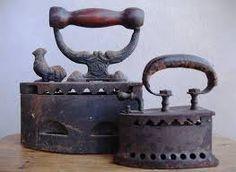 Resultado de imagem para ferros de engomar antigos