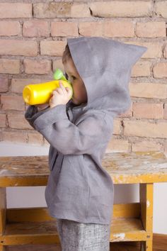 Natural linen hoodie by #adatineclothing. This medieval looking linen hoodie is perfect cloth for a hot summer day – protects from active sun and makes your child feel cooler, on colder summer days protects from wind, warmth the body. #linen #linenhoodie #kid #hoodie