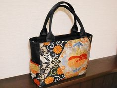帯地バッグ 横長黒色 Japan Bag, Homemade Bags, Quilted Handbags, Diy Purse, Japanese Kimono, Kimono Fashion, My Bags, Diaper Bag, Pouch