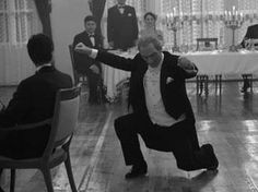 Mustafa Kemal Atatürk and his infamous Zeybek moves. (The traditional dance of the Aegion Region of Turkey) Turkish War Of Independence, National Movement, Turkish People, Turkish Army, The Turk, Fathers Love, Great Leaders, My Hero, In This World