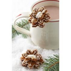 Anthropologie Snowflake Mug Toppers ($12) ❤ liked on Polyvore featuring home, kitchen & dining, kitchen gadgets & tools, white and anthropologie