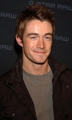 Robert Buckley! (Clay <3)
