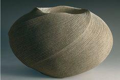 sakiyama takayuki est né en 1958 à shimoda. après des études d'art à